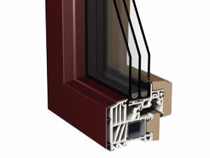 Schnitt vom Kunststofffenster mit Echtholz an der Fensterinnenseite und Aluminium-Vorsatzschale auf der Außenseite