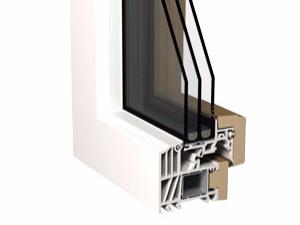 Schnitt vom Kunststofffenster mit Echtholz an der Fensterinnenseite