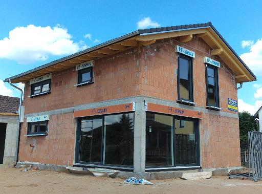 Neubau Einfamilienwohnhaus mit Hebeschiebetuer Finstral Vista und Gealan Fenster S9000 IQ